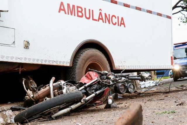 Motociclista de 46 anos morre em choque com ambulância a caminho de socorro