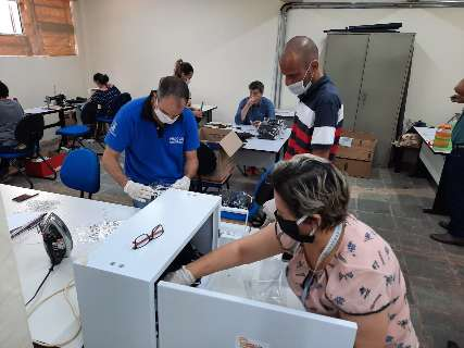 Falta de máscaras cria rede de produção voluntária que une servidores e presídio