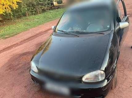 """Homem entrega direção de carro ao filho de 9 anos e justifica """"dirige bem"""""""