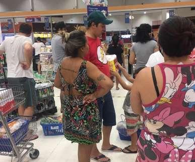 """""""O povo não tem salvação"""", diz leitora em supermercado lotado"""