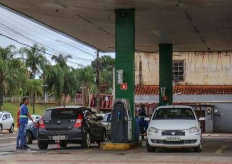 Gasolina acumula queda de 3,5% e volta a ficar abaixo dos R$ 4