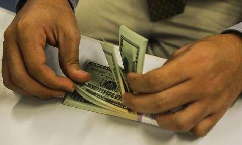 Dólar cai pela primeira vez em 11 dias com menos casos de coronavírus