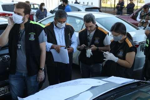 Fiscais organizam operação com carros particulares para cobrir mapa do comércio