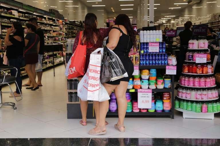 """No 1º dia de reabertura do comércio, maioria saiu para comprar """"supérfluos"""""""
