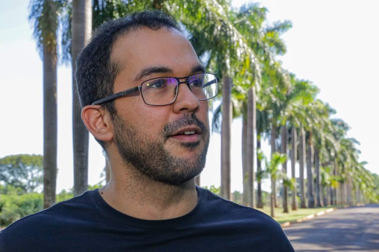 Gilliano acredita que a quantidade de informações pode causar confusão nas pessoas (Foto: Kisie Ainoã)