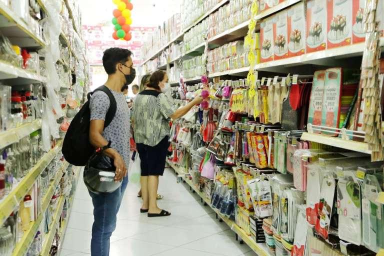 """Reabertura de lojas foi em ritmo de """"feriado"""" na Capital, avaliam comerciantes"""