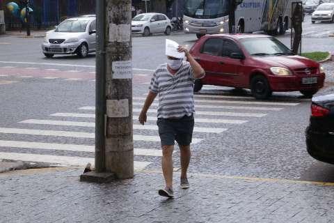 Como previsto, calor e umidade fez chuva de minutos cair em pontos da Capital
