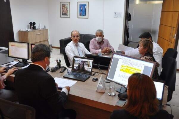 Reunião que decidiu pelo acordo nesta terça-feira (07). (Foto: Divulgação/MPT)