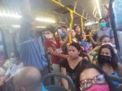 Leitora registra ônibus lotado mesmo com aglomeração proibida