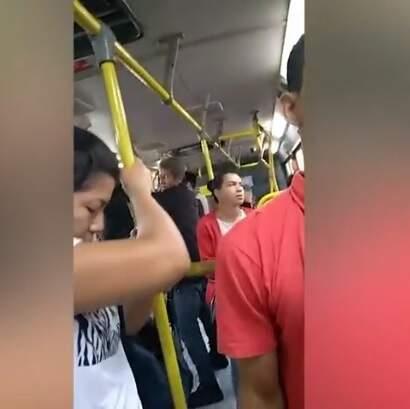 Linha que liga Moreninhas ao Aero Rancho com passageiros em pé (Foto: Direto das Ruas)
