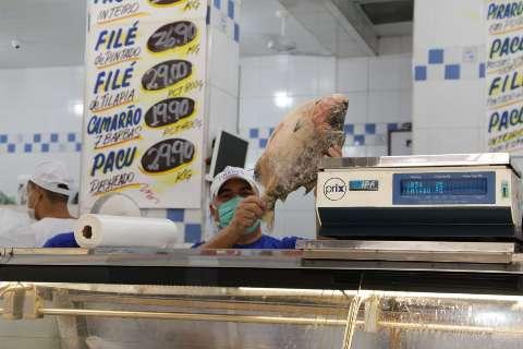 Nas peixarias, consumidor promete manter tradições de Páscoa sem aglomeração