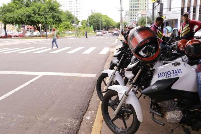Vistorias em táxis e mototáxis continuam suspensas até maio