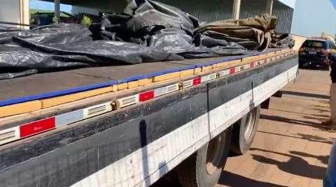 PRF encontra 1,4 tonelada de maconha escondida em fundo falso de caminhão