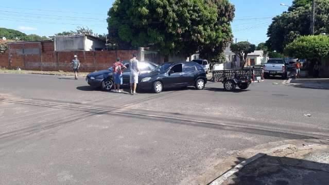 Morador pede sinalização em rua que motoristas abusam da velocidade