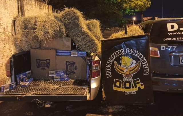 Em perseguição, homem é preso com 900 pacotes de cigarros sob carga de feno