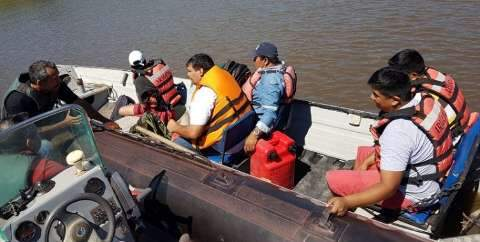 Grupo tenta entrar no Brasil pelo rio Paraguai e é deportado para Bolívia