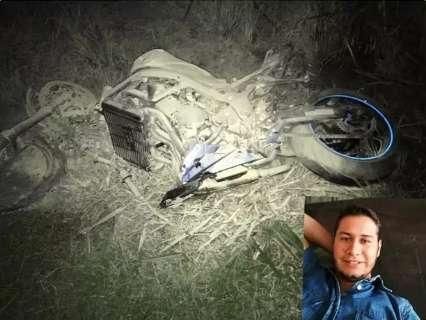 Motociclista bate em traseira de carreta e morre ao dar entrada em hospital
