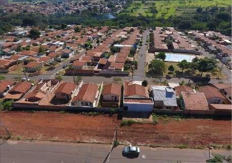 Condomínio pede R$ 50 mil da prefeitura por limpeza de terreno sujo