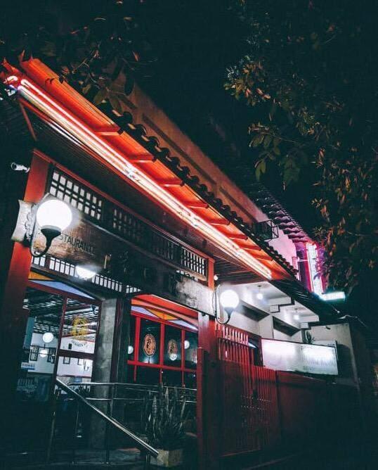 Luzes acendidas à noite pela cidade são certeza de clique do Pequeno Gafanhoto. (Foto: Reprodução/Instagram)