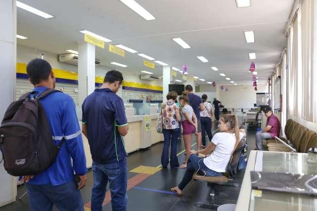 Auxílio emergencial provoca fila até nos Correios para regularização do CPF
