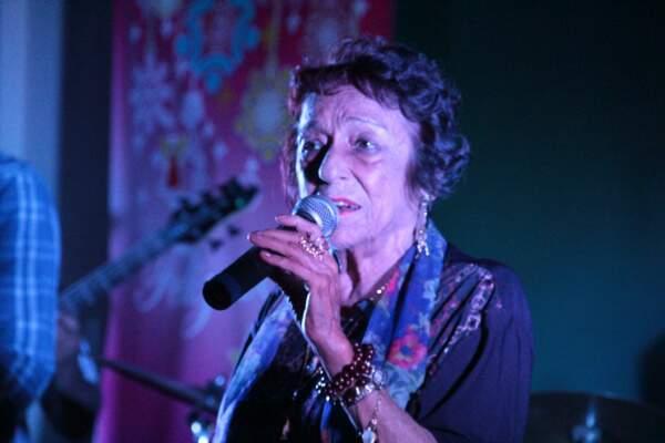 Delinha vai cantar ao vivo os sucessos que marcaram época. (Foto: Divulgação)
