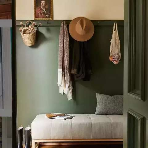 Hall com mudroom é inspiração para evitar sujeira dentro de casa