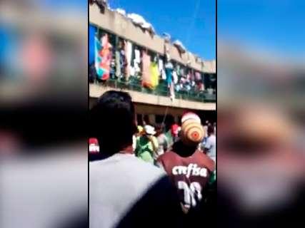 Com celular, internos gravam batalha de pipas entre presídios de Campo Grande