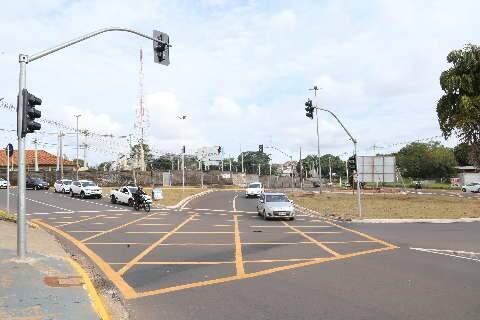Semáforos em rotatórias da Joaquim Murtinho começam a funcionar para testes