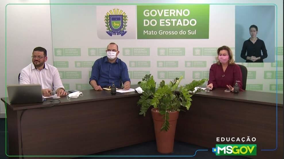 Paulo, Hélio e Maria Cecília explicaram sobre o retorno às aulas, mas à distância, amanhã. (Foto: Reprodução)
