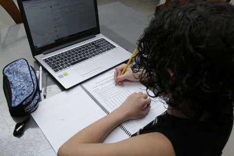 Alunos sem acesso à internet podem ligar nas escolas para agendas aulas