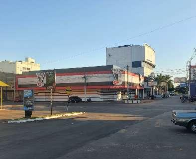 Lojas reabrem dia 25, mas principais shoppings da fronteira ficam fechados