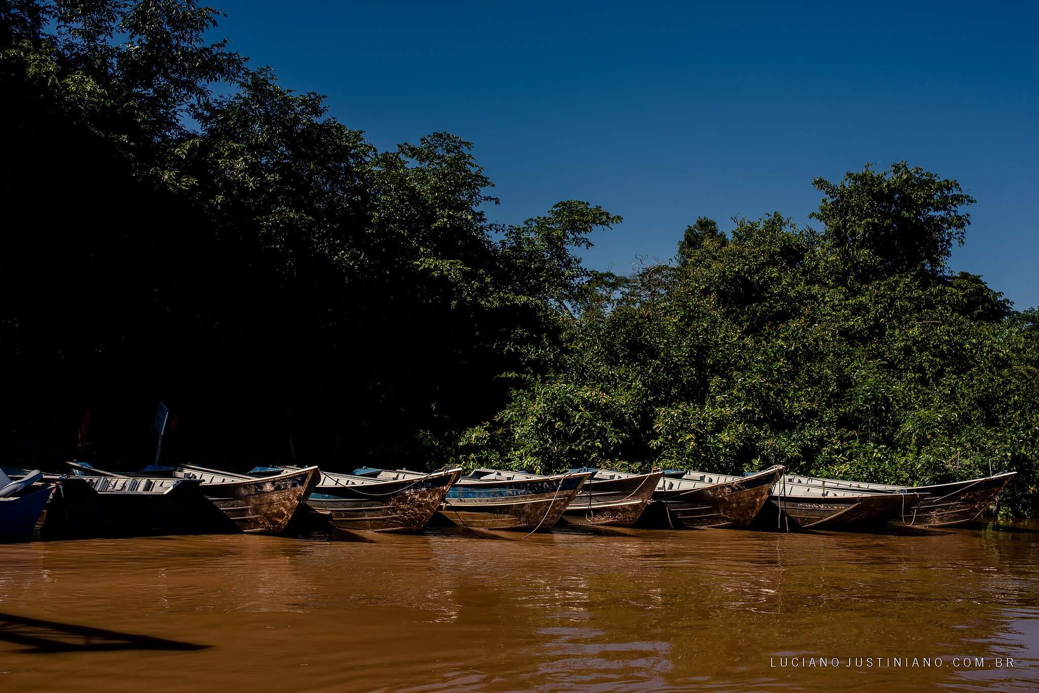 Assistência chega de barco até as comunidades. (Foto: Luciano Justiniano)
