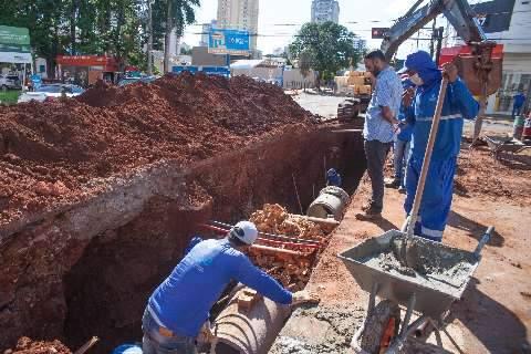 Prefeitura interdita meia pista da Rua Bahia para obra de drenagem