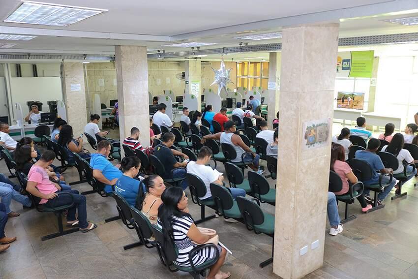 Candidatos em busca de oportunidades no mercado de trabalho (Foto: Marcos Maluf)