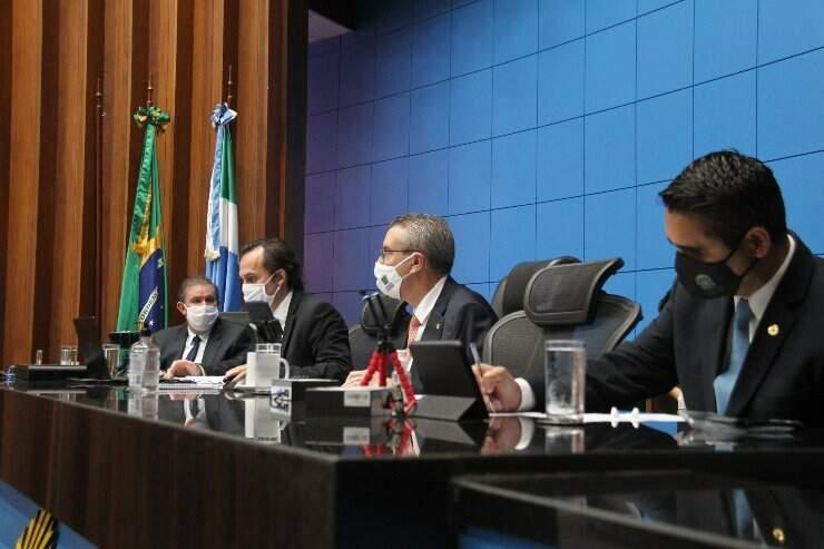 Deputados estaduais durante votação na Assembleia (Foto: Wagner Guimarães - ALMS)