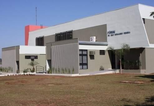 Fachada do Fórum de Paranaíba. (Foto: Reprodução/TJMS)