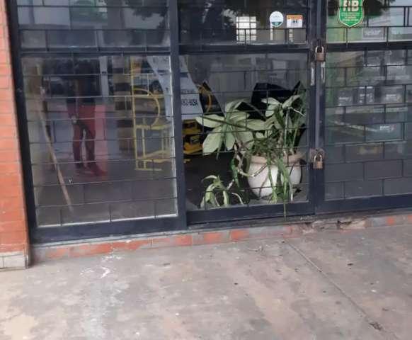 Ladrões invadem loja e fogem deixando prejuízo de R$ 3,9 mil