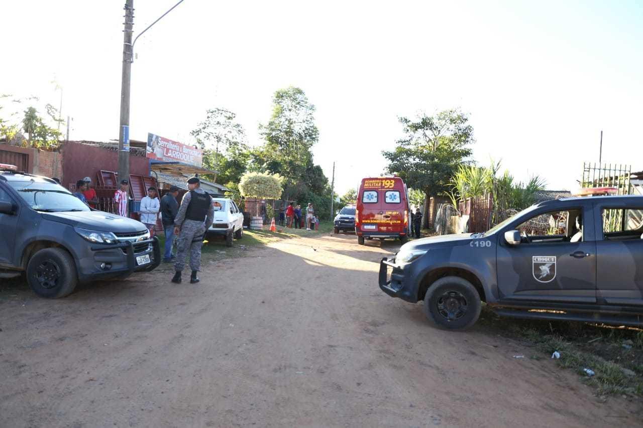 Equipes do Batalhão de Choque e Bombeiros foram acionadas (Foto: Paulo Francis)