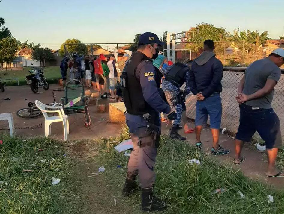 Guarda municipal durante aboradagem em bairro da cidade (Foto: divulgação)