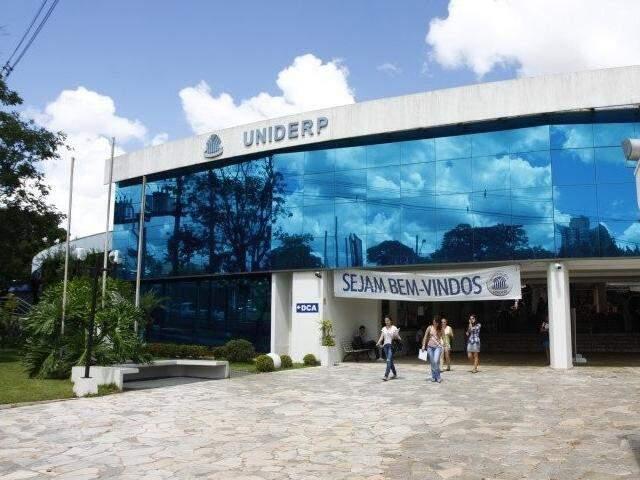 Uniderp oferece as aulas de forma presencial desde o final de março (Foto: Arquivo/CGNews)