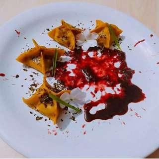 Chefs reinventam gyoza, recheada de moela temperada na guavira
