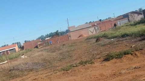 """Moradora registra linhas de pipa """"carregadas"""" de cerol no Portal Caiobá"""