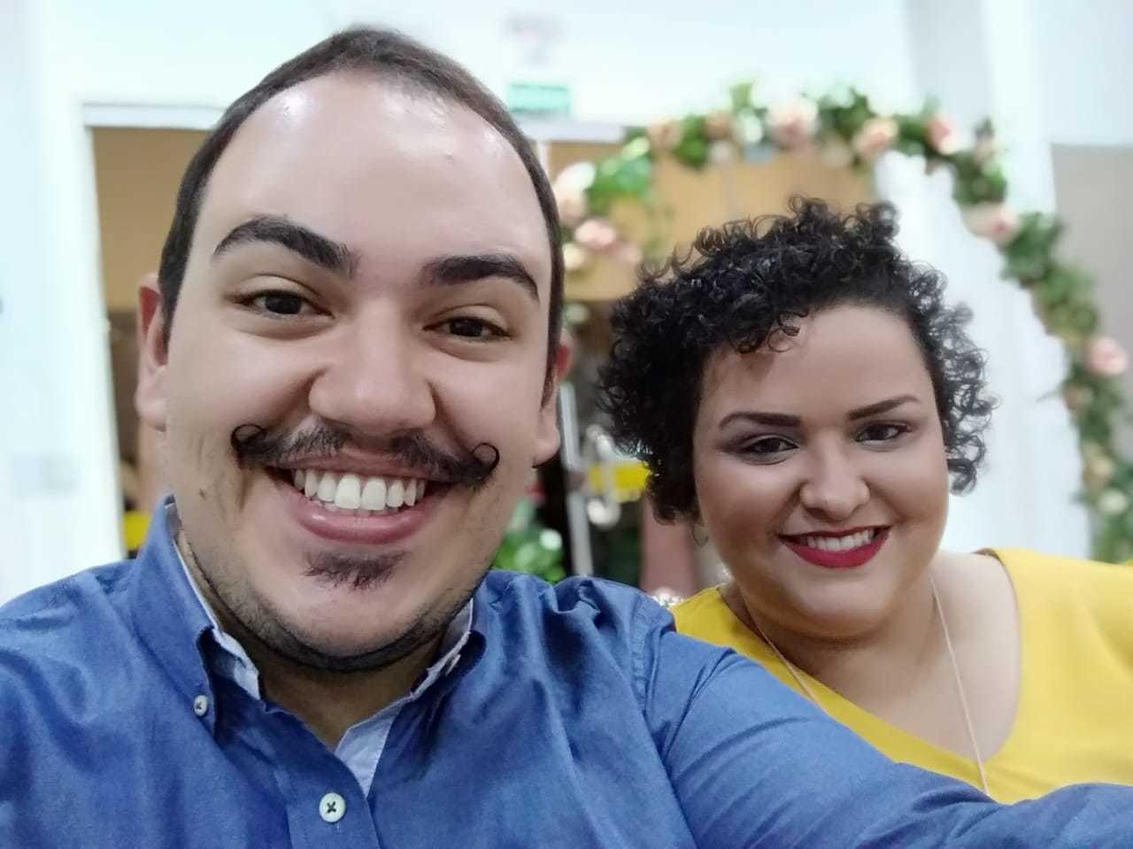 Israel Zayed e a namorada Mayara Monteiro são felizes e amam sorrir. (Foto: Arquivo pessoal)