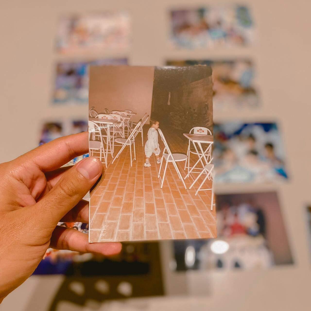 Revirar o álbum fez Marcelo voltar no tempo. As fotos encaixam certinho na saudade.