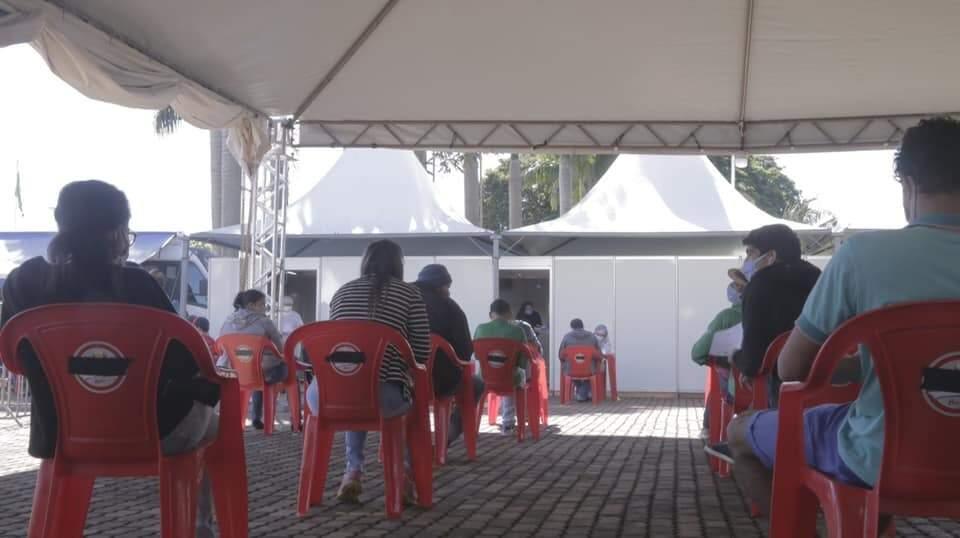 Moradores aguardando atendimento no ambulatório de Rio Brilhante. (Foto: Rio Brilhante)