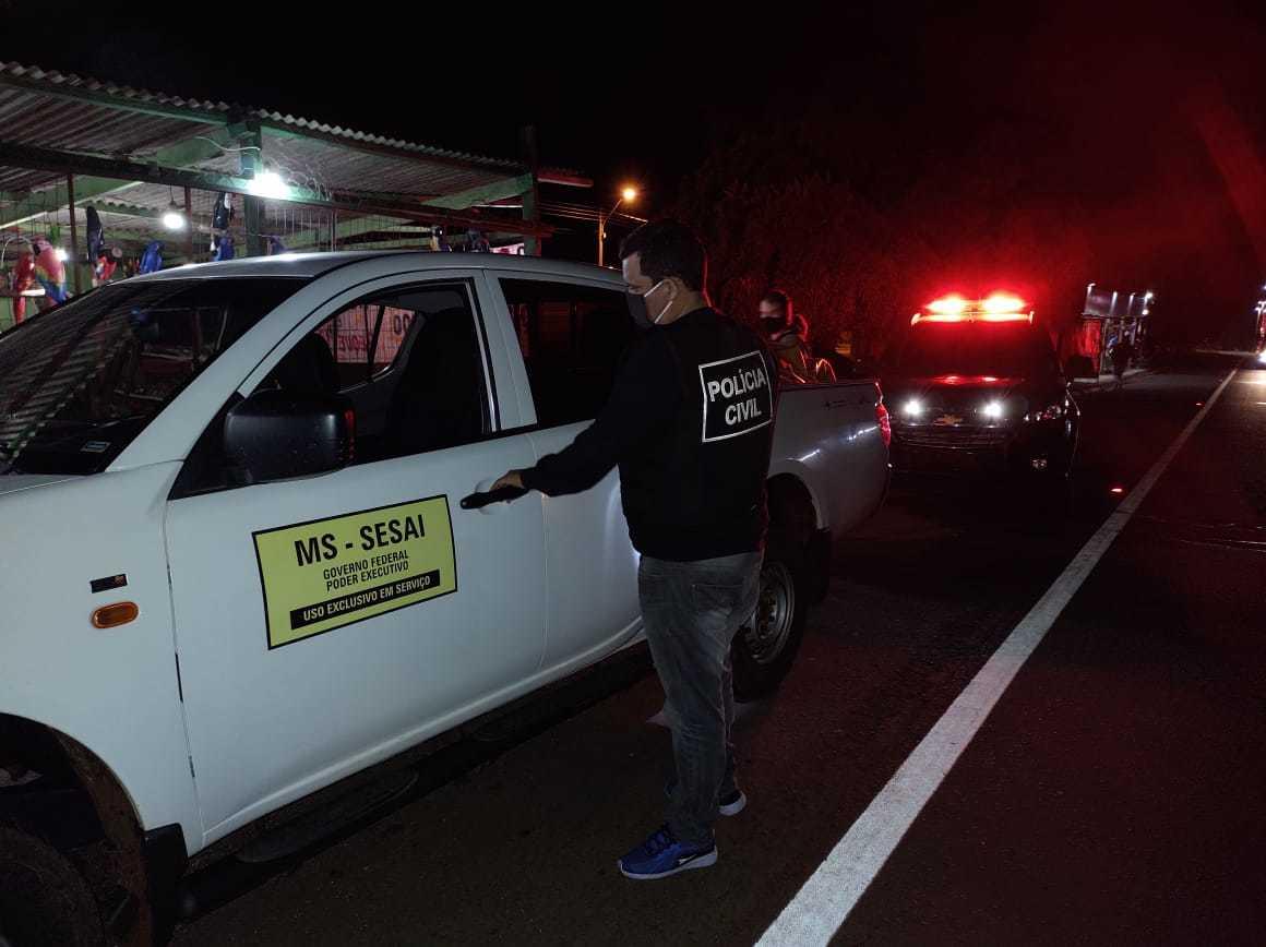 Camionete com adesivo do Governo Federal que era usada pelo traficante. (Foto: Deco)