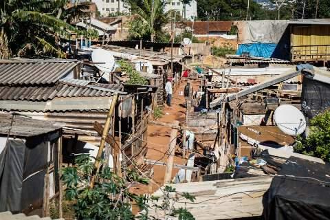 "Na favela, ""distanciamento zero"" e frio comprometem luta contra a covid-19"
