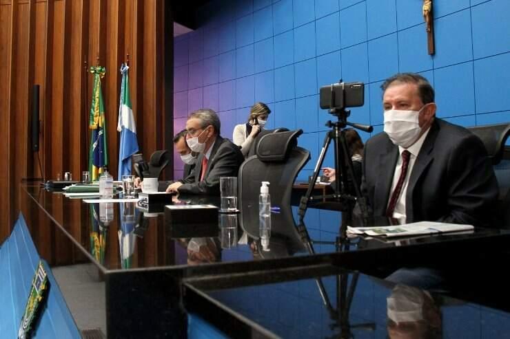 Sessão plenária remota foi conduzida pelo presidente Paulo Corrêa, à esquerda, e primeiro vice-presidente Eduardo Rocha (Foto: Wagner Guimarães/Alems)