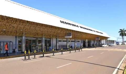 """Empresa é condenada na Justiça por """"overbooking"""" em voo de professora"""