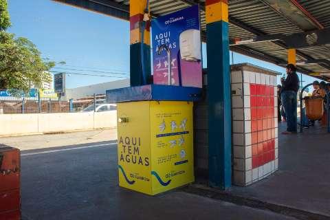 Concessionária instala pontos para higienizar as mãos em terminais de ônibus